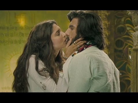 Deepika Padukone & Ranveer Singh's Hot Kiss video