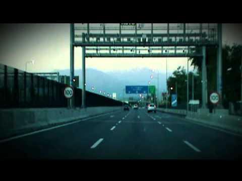 Entrando a Santiago de Chile por una de sus autopistas