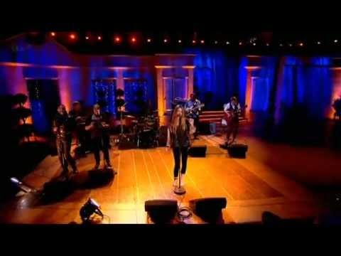 Joss Stone - Interview + Performance