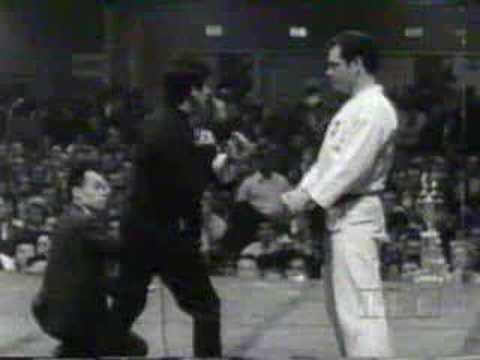 Martial Arts - Bruce Lee - Speed Demonstration Image 1