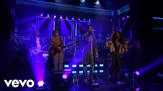 Maroon 5 - What Lovers Do ft. SZA (Live On The Tonight Show Starring Jimmy Fallon/2017)