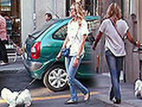Elenoire Casalegno, shopping con fidanzato e quattrozampe