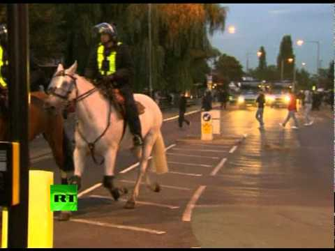 Fresh video of London riots: Crowd street rampage