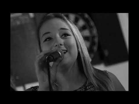 16 летняя Беатрикс Харт шоу талантов Покончила с собой из за травли в интернете