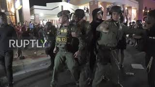 USA: Tear gas and several arrests as Las Vegas protests turn aggressive