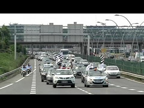 Uber Strike: Europe's taxi drivers strike over new mobile phone app Uber
