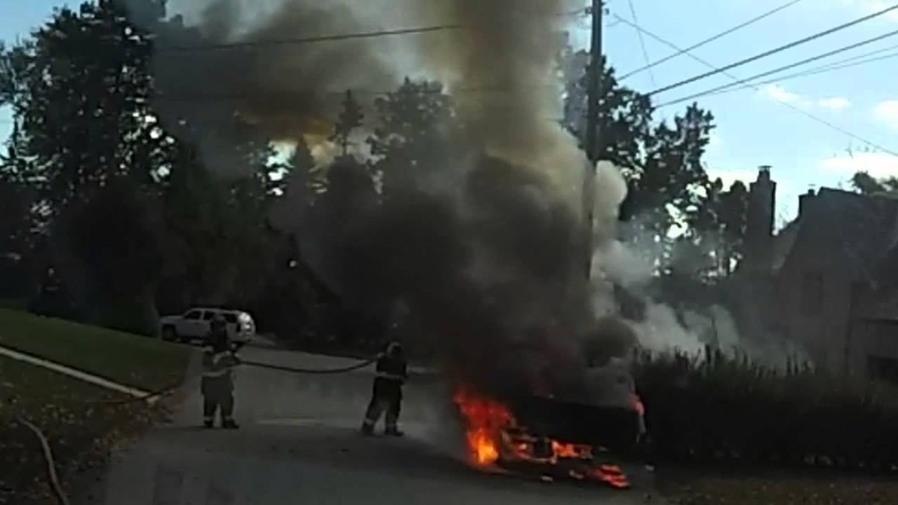284 Engine 1 Responds To A Vehicle Fire Youtube
