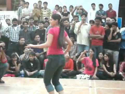 Indian College Girls Dancing In Tight Jeans Pant video
