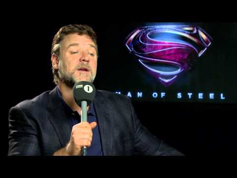 Rhianna Interviews Russell Crowe About Man Of Steel
