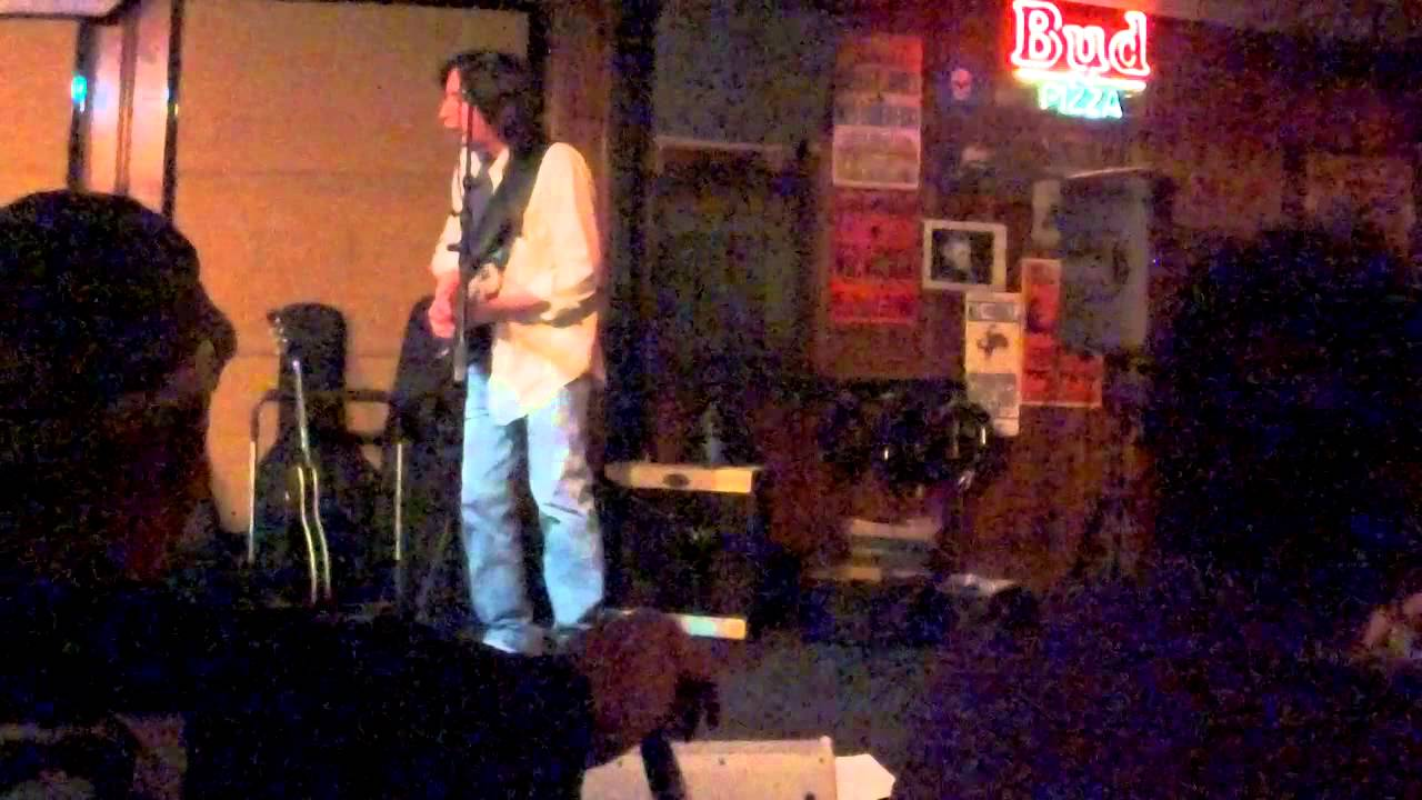 Jack is using his Squier Strat, TS9, modified MXR OD pedal, and VVT Jack Pearson amp. Recorded with a Zoom Q4.