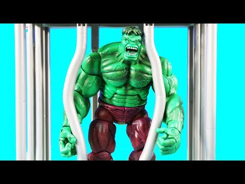 Thanos family Captures The Hulk In Jail ! Superhero Toys