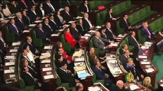 من ستنتخب تونس في جولة الإعادة من انتخابات الرئاسة؟