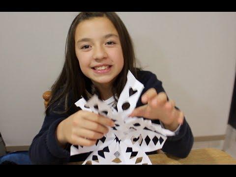 Cómo hacer copos de nieve de papel navideños