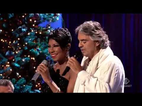 Andrea Bocelli e Natalie Cole - Christmas song   live 2009