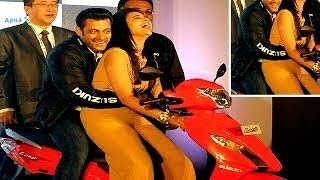 Salman Khan GRABS Parineeti Chopra's BOOBS : MUST WATCH