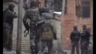 Live Video of Indian Army and Hizbul Mujahideen Militants Encounter at Shopian Jammu and Kashmir