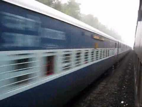 Indian Railways: 12742 Patna - Vasco Express crosses 12202 Kochuveli - LTT Garib Rath Konkan Mist