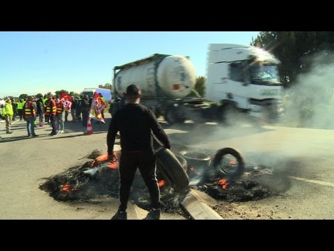 French labour reform protests block refineries