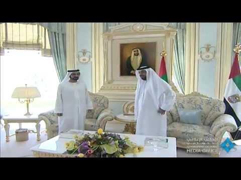 رئيس الدولة يتسلم من محمد بن راشد النسخة الاولى من كتاب ومضات من فكر