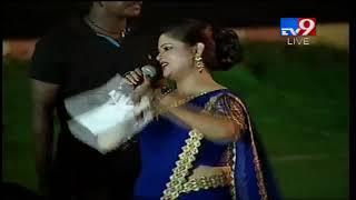 Keerthy Suresh fan sings Aha Naa Pellanta song @ Mahanati Vijayotsavam