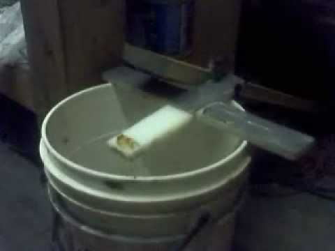 how to make a mousetrap with a 5 gallon bucket