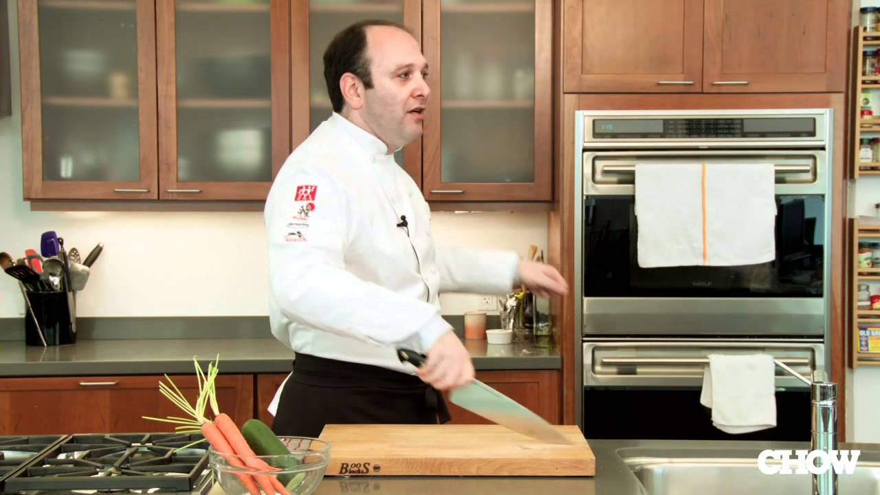 how to cut with a chef 39 s knife chow tip youtube. Black Bedroom Furniture Sets. Home Design Ideas