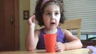 Thumb Niña de 3 años que explica Star Wars Episodio IV es un éxito