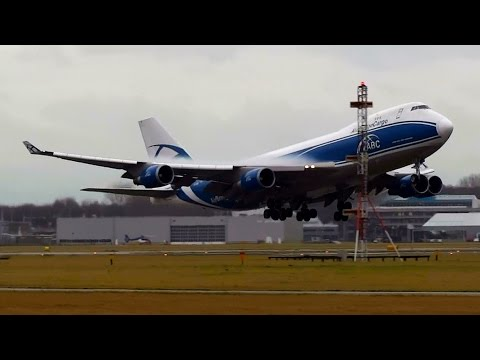 B747 VERY LATE GO AROUND!!!! air bridge cargo