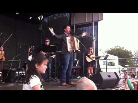 Nathan Carter: LIVE @ Ballymore Country Music Festival:Wagon Wheel  05.08.13