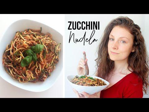 Zucchini Nudeln in feurig würziger Tomaten-Basilikum Sauce | Veganes Rohkost-Rezept