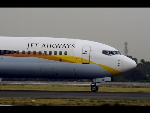 Boeing 737-95R Jet Airways Landing