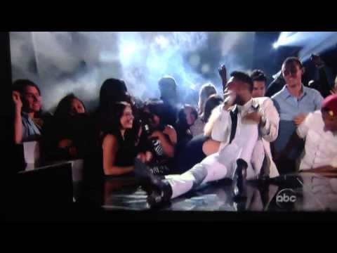 Miguel lands on concert attendees during 2013 Billboard awards
