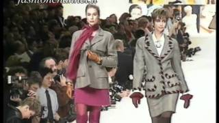 "Download Lagu ""Valentino"" Autumn Winter 1991 1992 Paris 1 of 3 Pret a Porter Woman by FashionChannel Gratis STAFABAND"