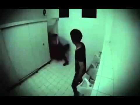 skritaya-kamera-v-v-obshezhitie-dush
