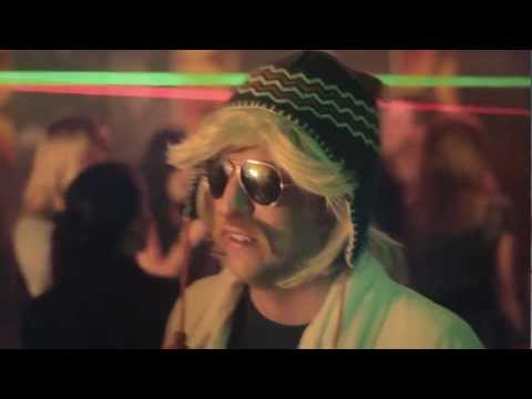 Barry Badpak - De Motorboot (Official Video)