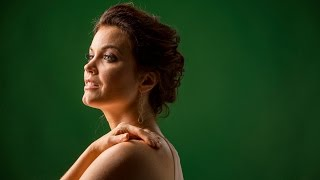 'Scandal's' Bellamy Young talks face-licking and Mellie's 'hooch'