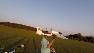 Takový normální letecký sraz na louce bez drátů Brno - Líšeň