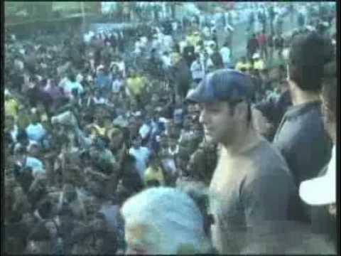 Salman Khan's fans riot in Jaipur.flv
