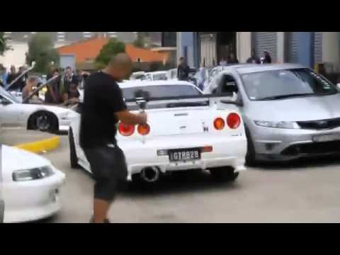 Nissan Skyline R34 - Crazy Exhaust Sound!