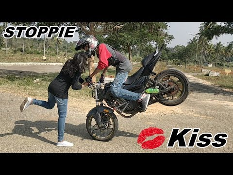 Stoppie Kiss & Pulsar 220 Stunts