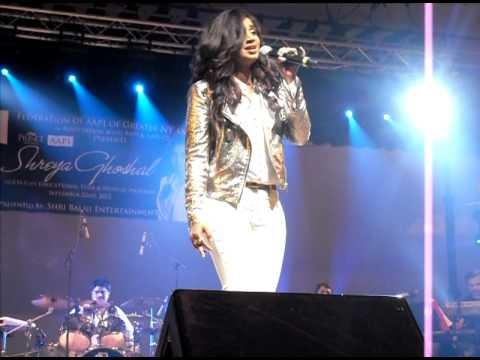 Shreya Ghoshal singing Abhi na jao chor kar in New York