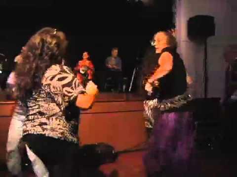 The audience dances!