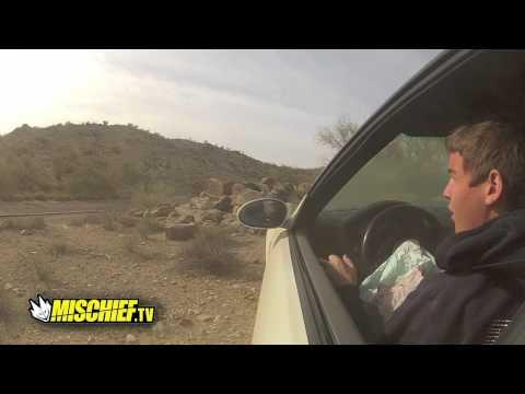 BMW M3 pret akmeņem