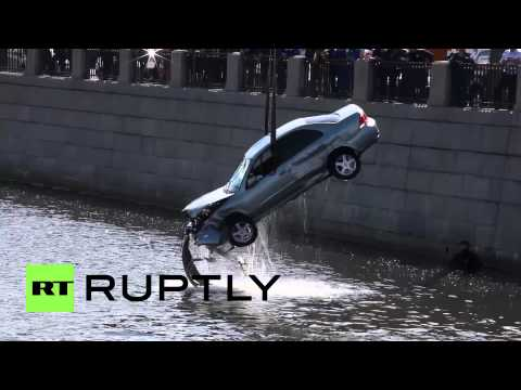 Russia: See car wreck being fished from St. Petersburg's Obvodny Canal