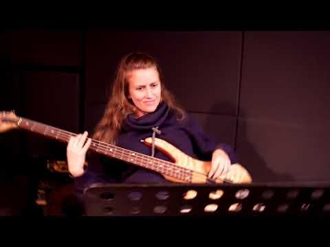 עופר לוי ותזמורת פירקת אלנור בחזרות
