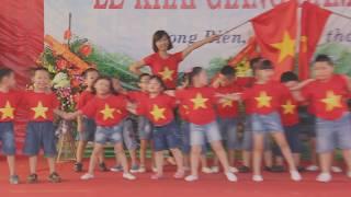 """Các bé 5 tuổi hát, múa bài """"Việt Nam ơi"""" rất cute"""