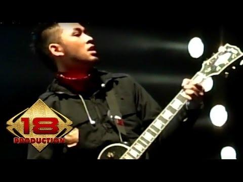 Peterpan - Dunia Yang Terlupa  (Live Konser Padang 17 Agustus 2007)