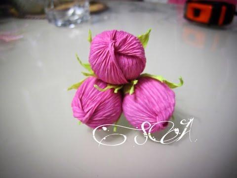 Бутоны розы из гофрированной бумаги своими руками с конфетами 727