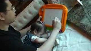 Bebé que sabe leer a sus 12 meses