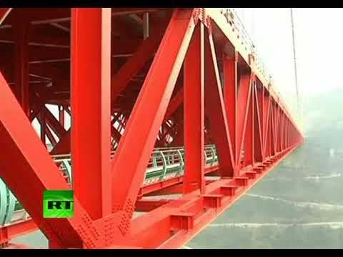 China: Inauguran el puente-túnel más alto y largo del mundo